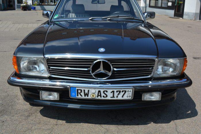 Mercedes SL in schwarz
